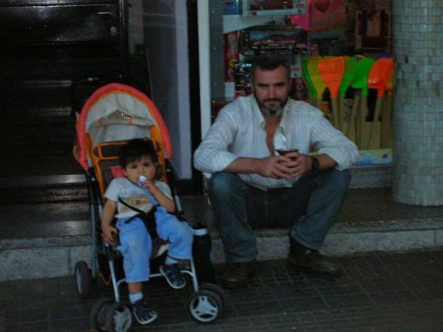 Pictures of Uruguay Father and child
