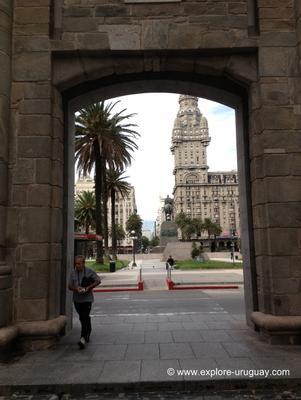 Plaza Independencia, in Ciudad Vieja